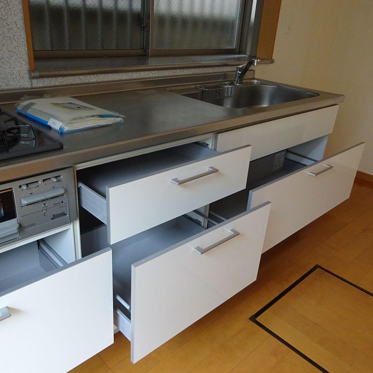 大容量の収納のあるシステムキッチン