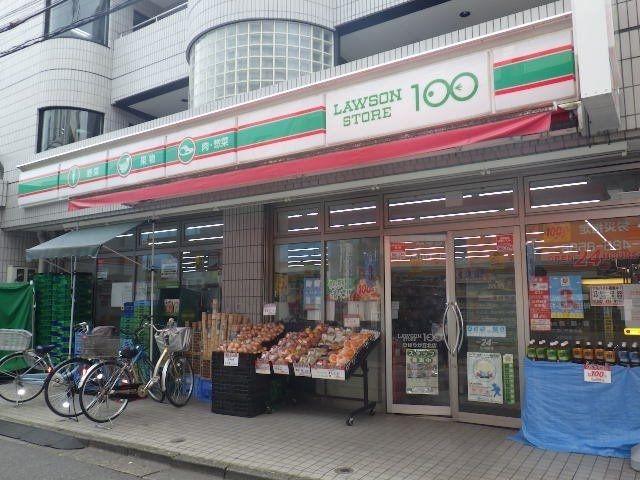 斜め前にある100円ローソン。買物には事欠きません。