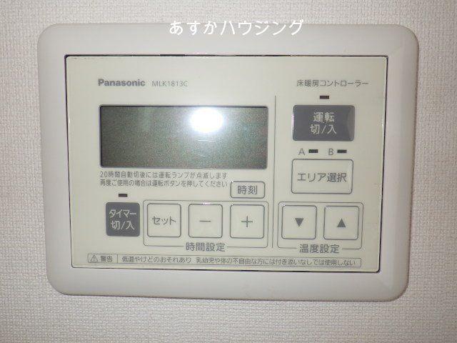 リビングと6帖洋室には床暖房が設置されています。