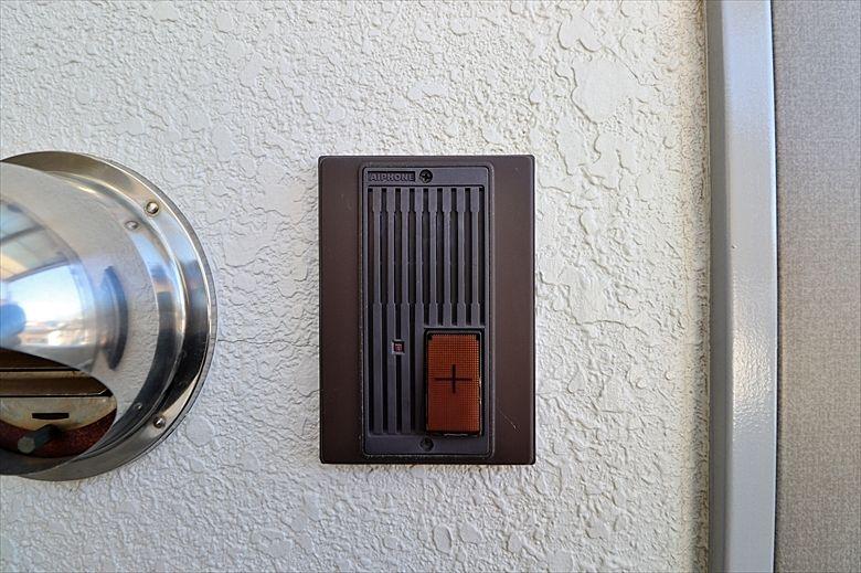 玄関脇のインタフォン