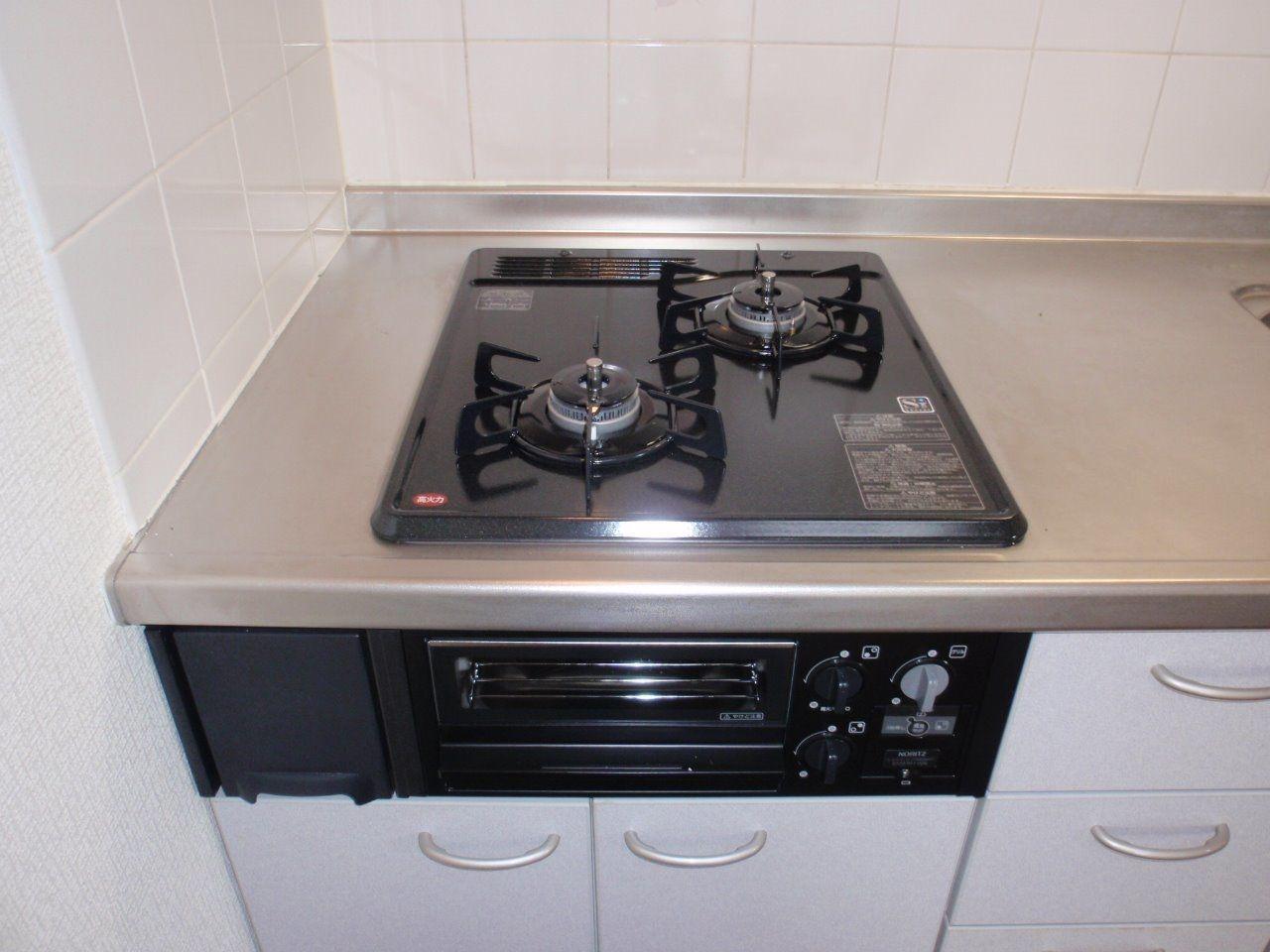 ガスのシステムキッチン、グリル付でお料理の幅が広がります。