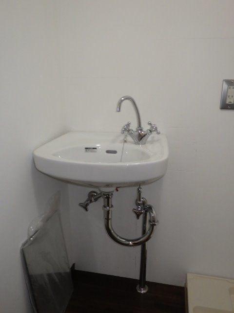 レトロな雰囲気の洗面スペース。