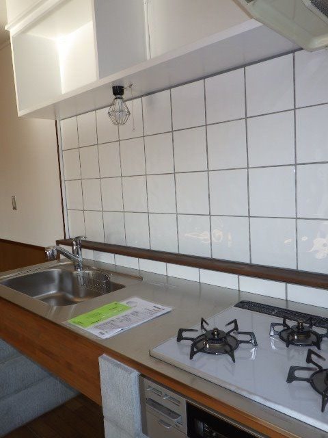 広い調理スペースもあり3口コンロでお料理が楽しい