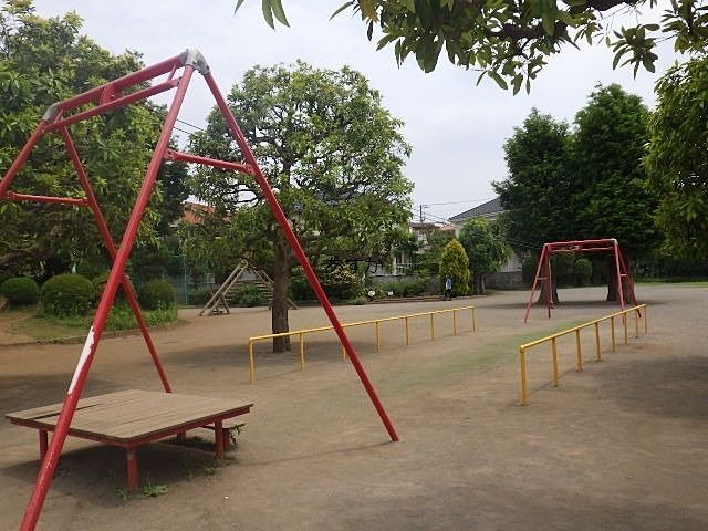 広いわんぱく公園が広がる