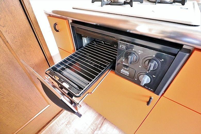 お魚も焼けるシステムキッチンのグリル