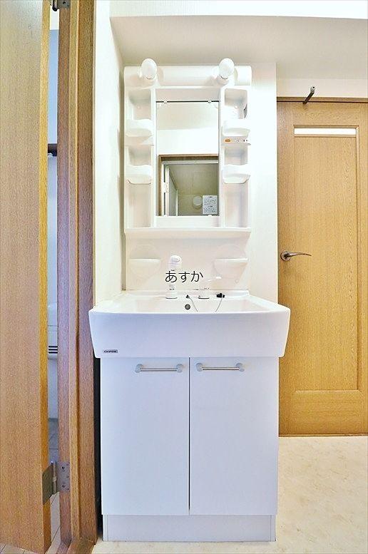 もちろん収納のあるシャワー付洗面台