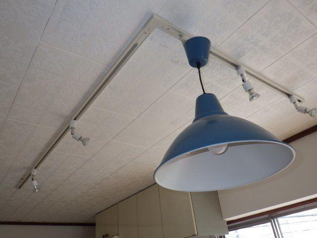 キッチン部分の可動式照明器具