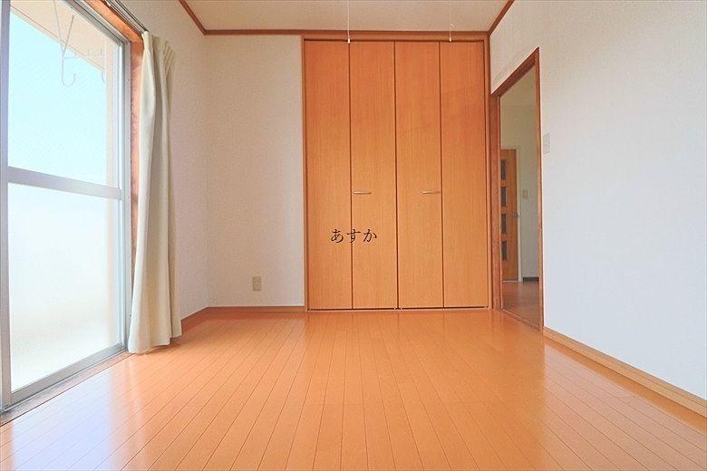 クローゼットのある洋室