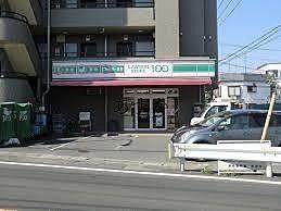通り沿いにあるコンビニ
