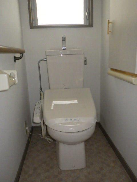 温水暖房洗浄便座付の1階トイレ