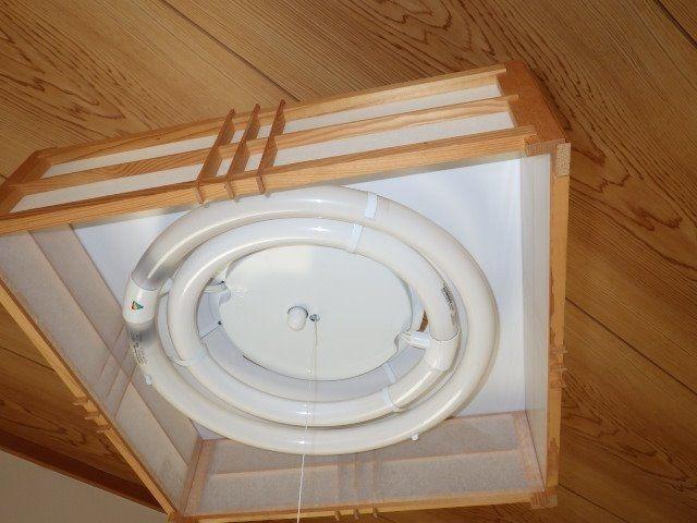 2階角の和室照明器具