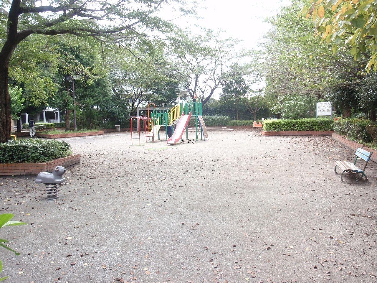 駅から1分の所にある公園