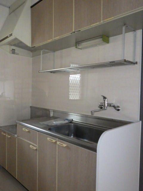 水きり棚や収納もたくさんあり使いやすいキッチン