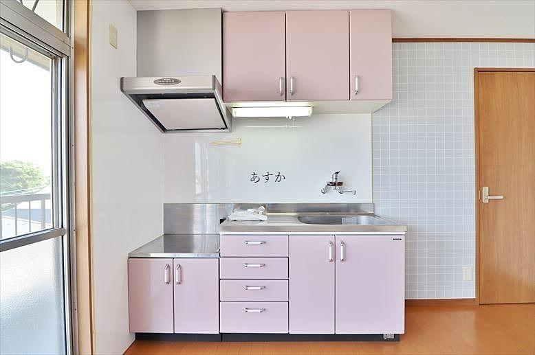 明るい色調のキッチン
