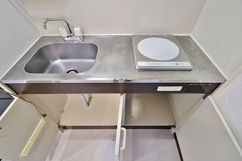IHコンロのある収納タップリのキッチン