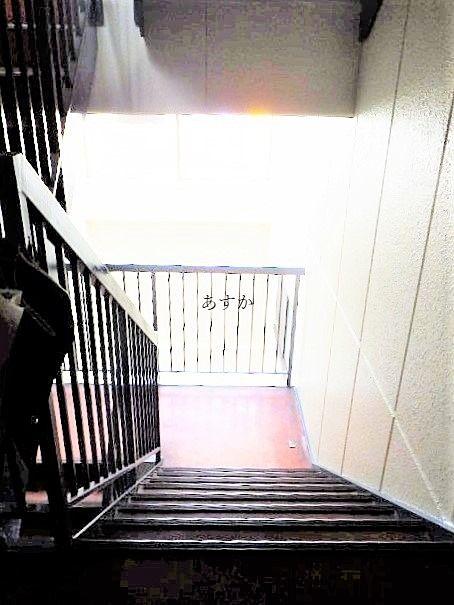 吹き抜けとなった階段