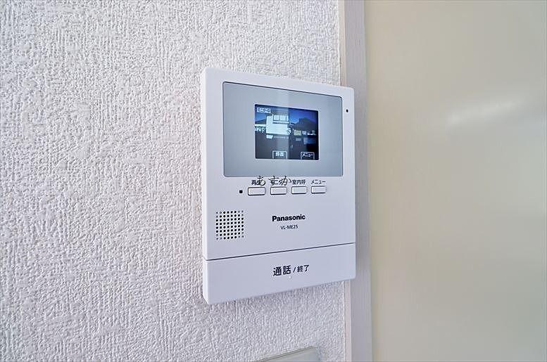 室内のTVモニタ