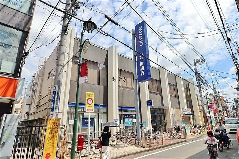 駅前商店街の銀行