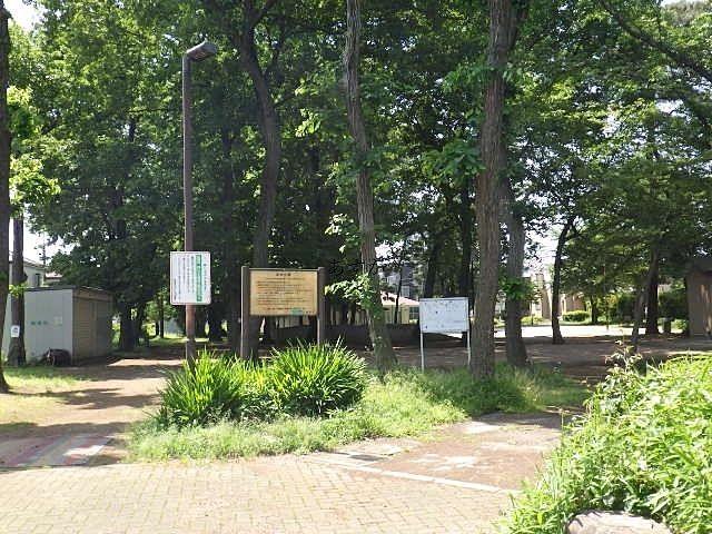 緑の多い広い公園は散策に最適、徒歩5分