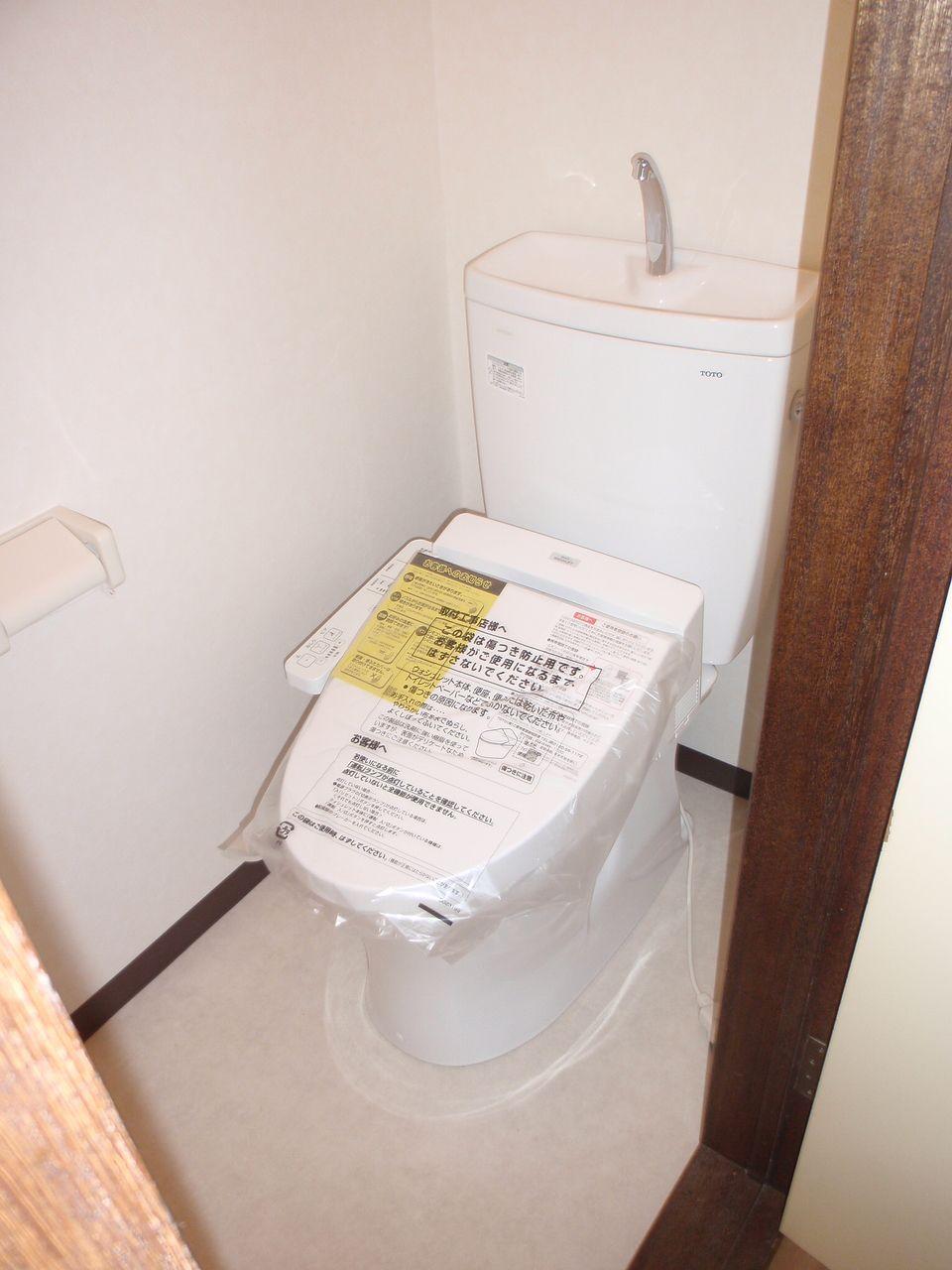 新しいウオシュレット付トイレ