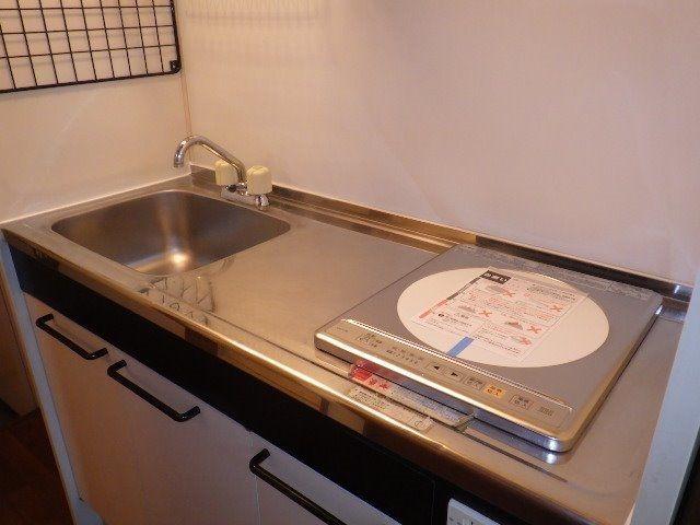 コンロと流しの間に調理スペースのあるキッチンは便利