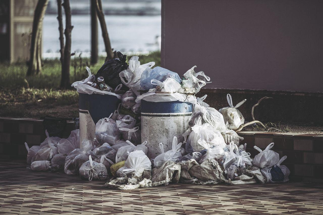 無造作に置かれたゴミ