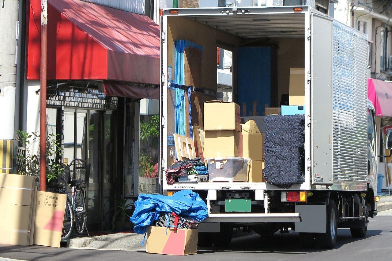 引越し荷物を運ぶトラック