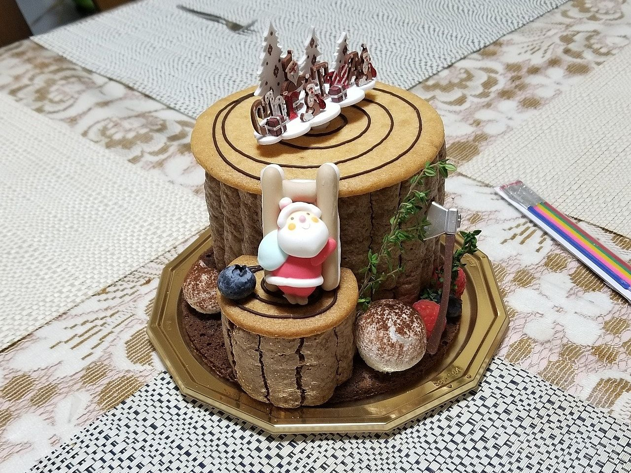 クリスマス用のケーキ、切り株