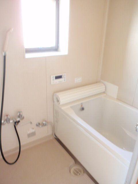 バランス釜が撤去されすっきりしたお風呂場