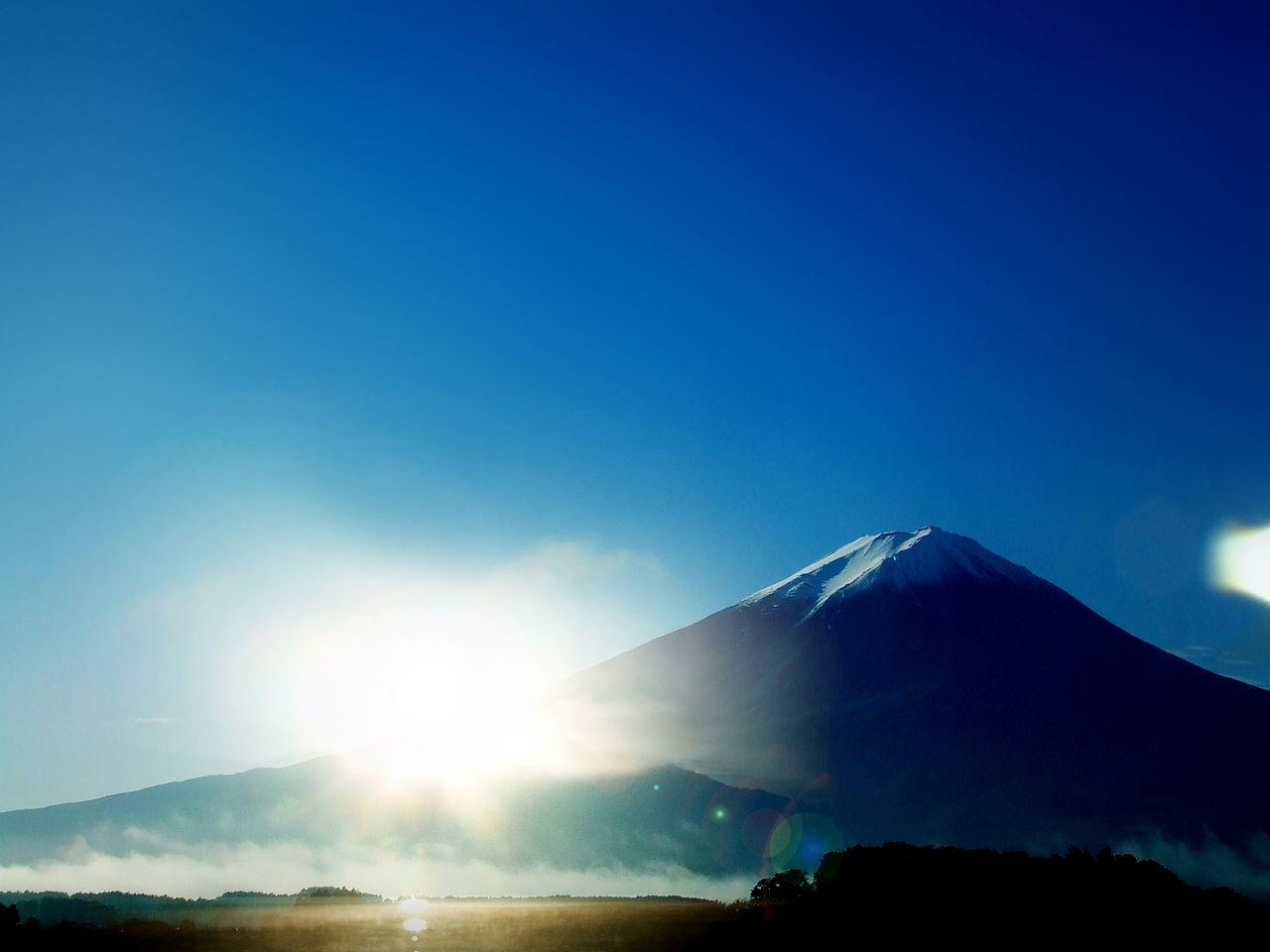 新しい年と迎える富士山