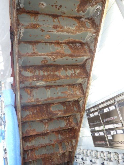 裏の板を外したら鉄部の錆がひどい状態