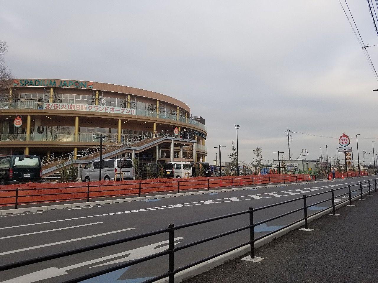 新しく開通した広い道路