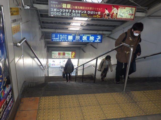 若い人でもちょっと辛い急な階段