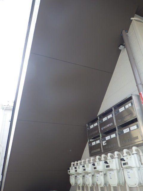 補強工事後通気性の良い板を張る
