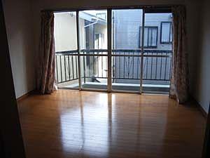 明るい賃貸に出されたテラスハウスの2階