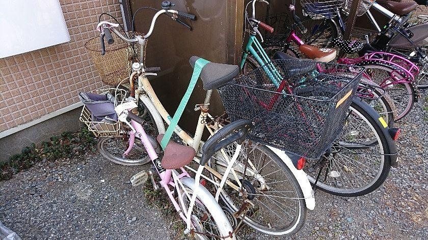 子供用の自転車まで放置されている