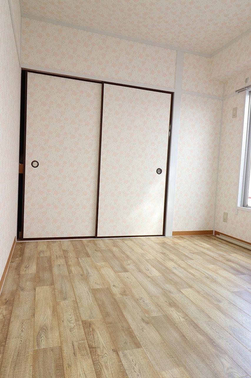 一間収納のある洋室