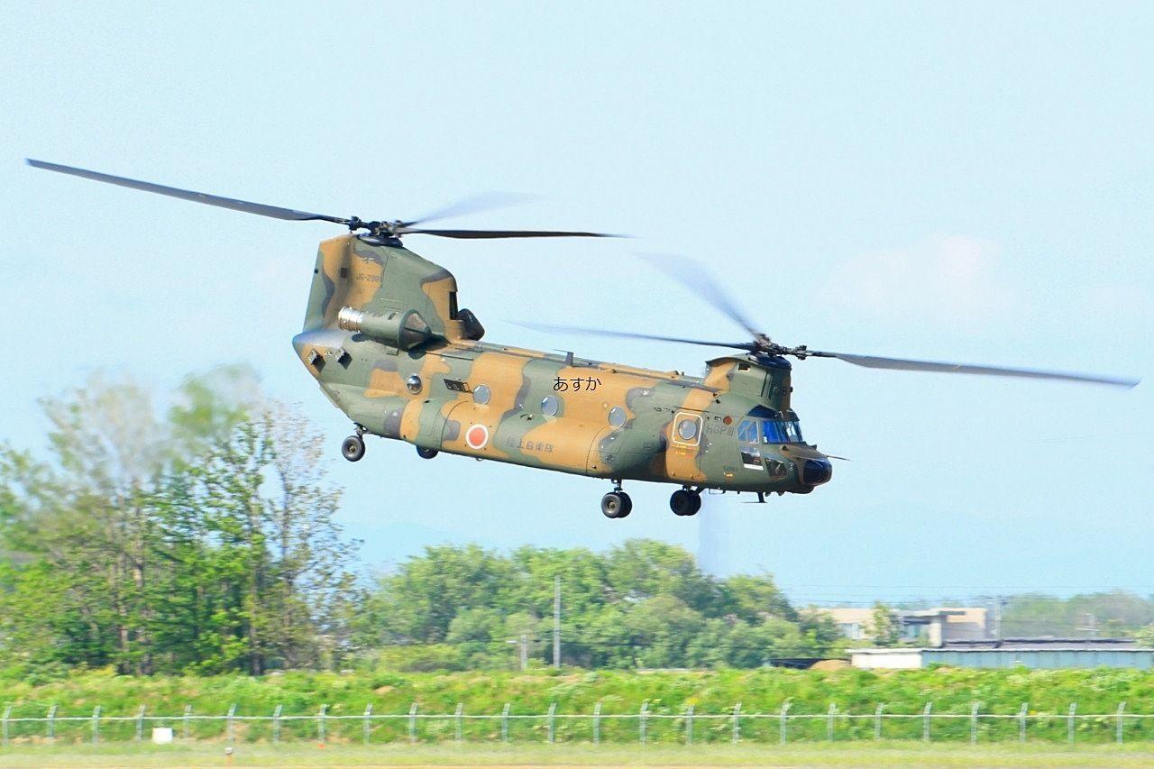 輸送機の大型ヘリコプター