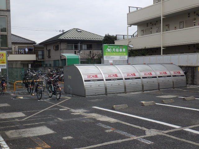 バイク平置きと駐車場