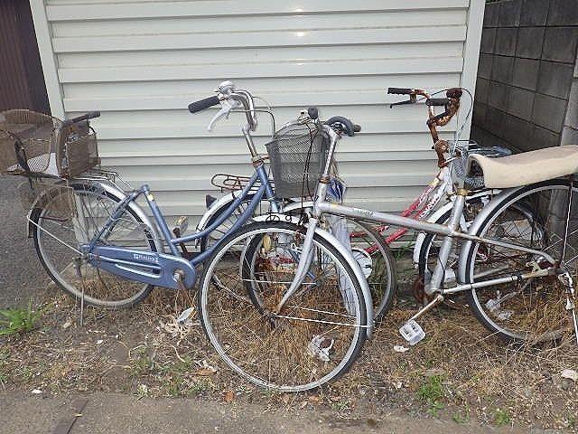 乗り捨てられていたと思われる自転車