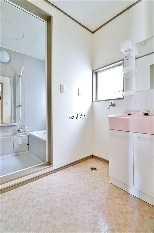 洗濯機置場のある洗面室