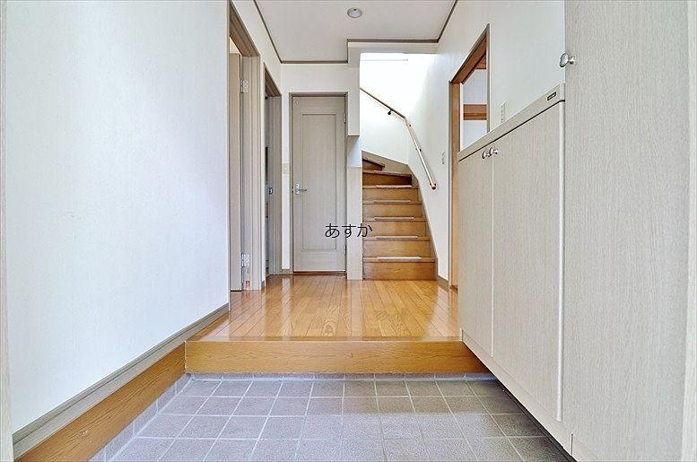 大型玄関収納のあるゆとりの玄関ホール
