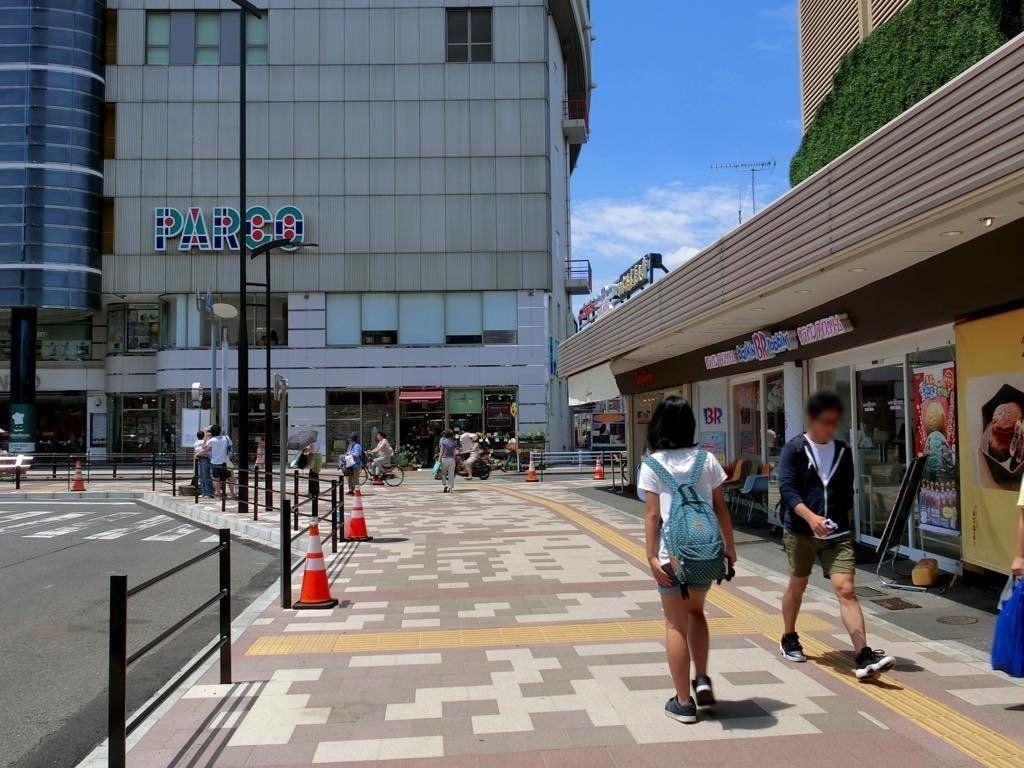 ロータリー改修工事は終わりきれいな歩道があります。