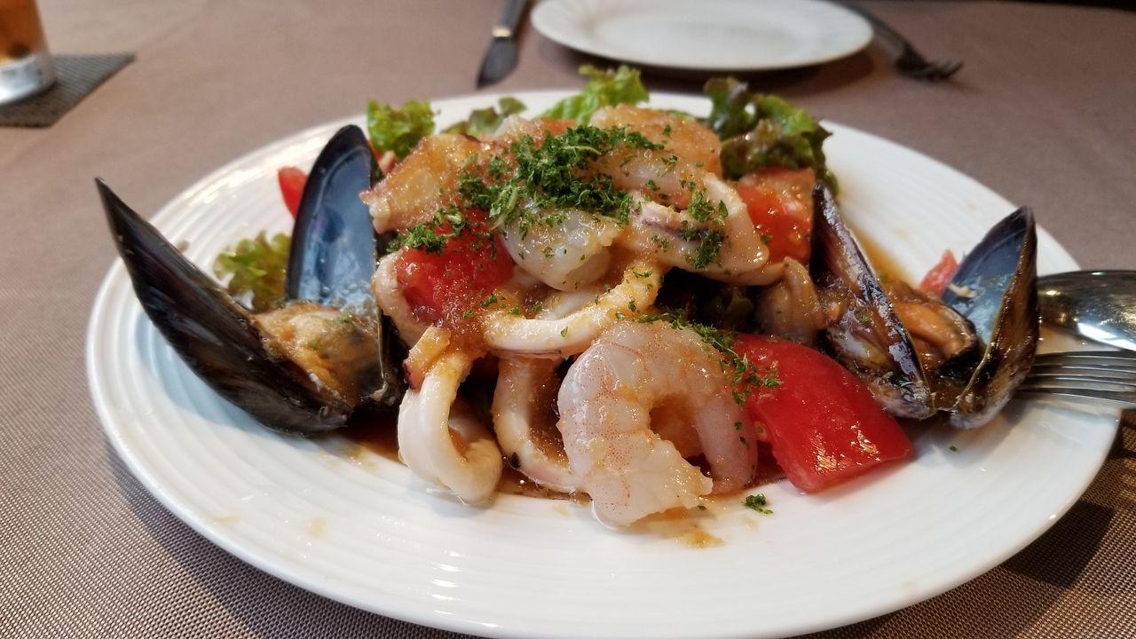 人気の海の幸サラダ