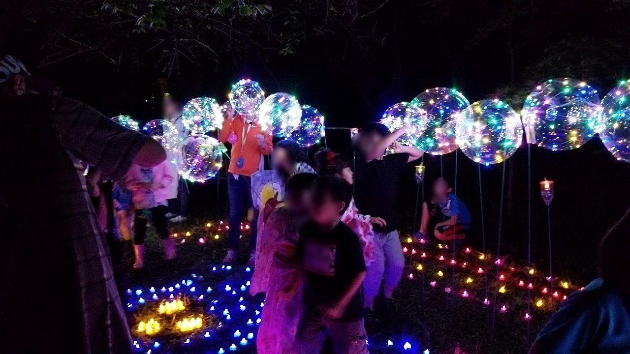 バルーンと電飾で飾られた撮影に最適スポット