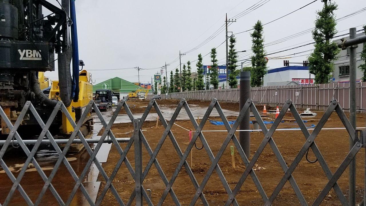 小金井街道沿いに見える建設地
