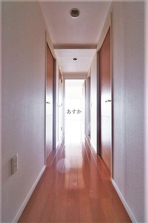 玄関から南リビングまでの廊下