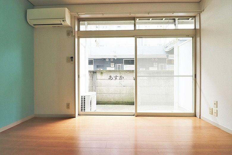 一面の大きな窓