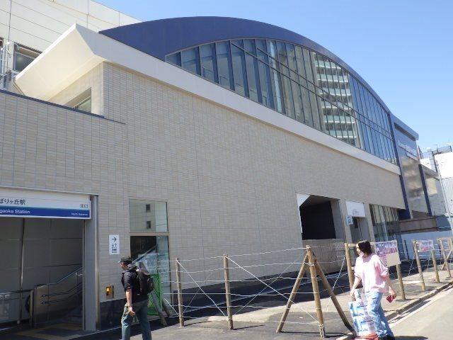 新しい駅舎と入口