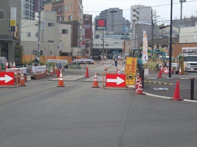 築造中の駅前通り